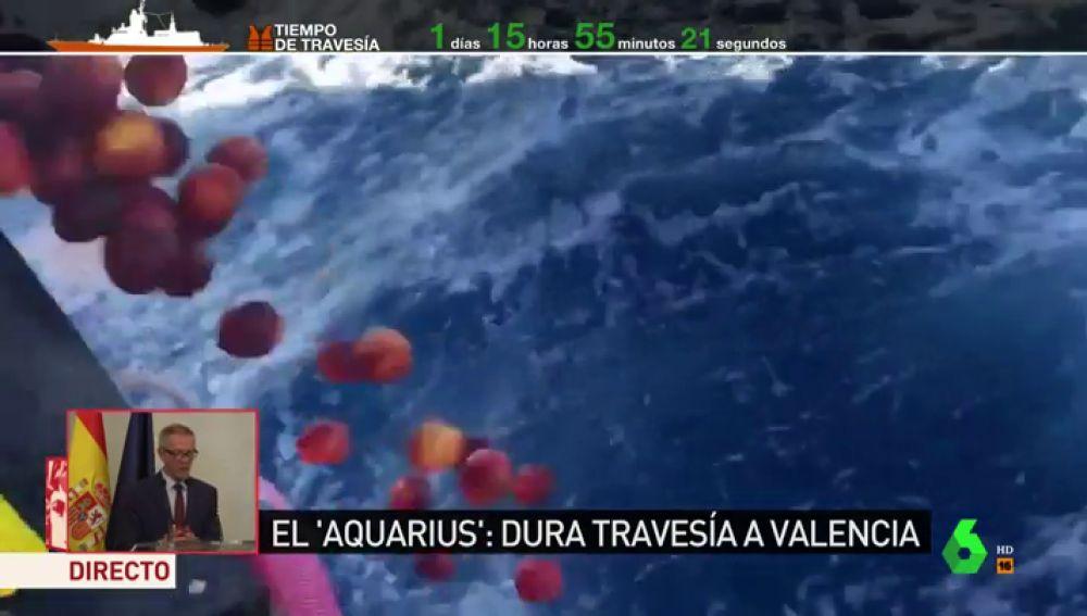 Tiran fruta en mal estado del Aquarius