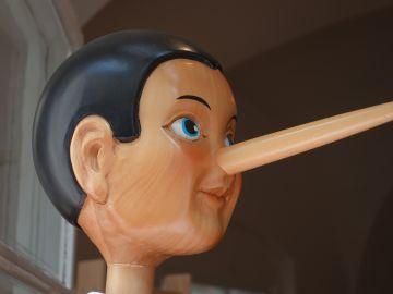 Como Pinocho, hay quien no puede evitar eso de decir trolas, aunque no hay constancia de que le crezca la nariz