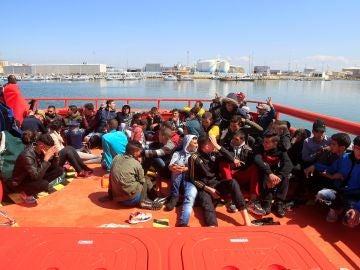 Imagen de archivo de un rescate de inmigrantes en aguas del Estrecho