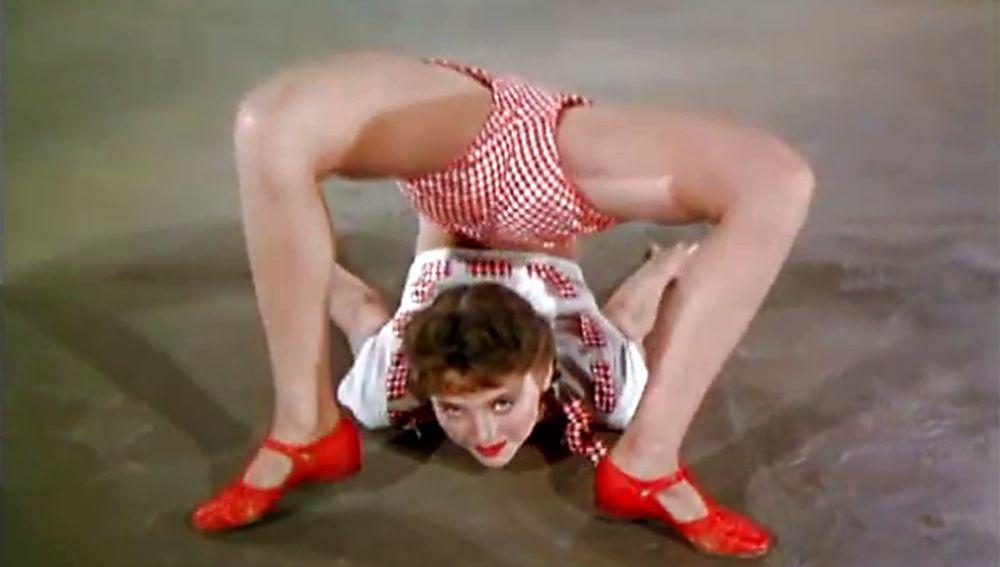 El vídeo musical de los años 40 'Solid Potato Salad' se ha hecho célebre en redes