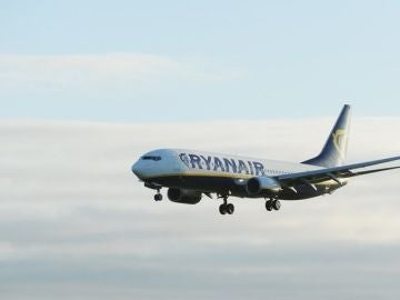 Un avión de Ryanair aterriza en el aeropuerto de Dublín