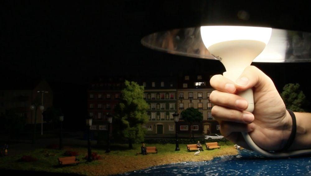 La contaminación lumínica explicada con una bombilla y un bol