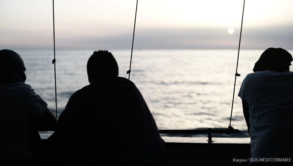 Migrantes en el barco Aquarius