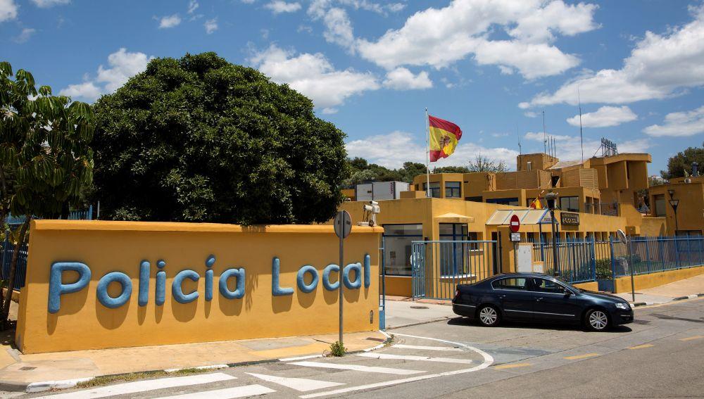 Vista exterior de la comisaría de la Policía Local de la localidad malagueña de Estepona