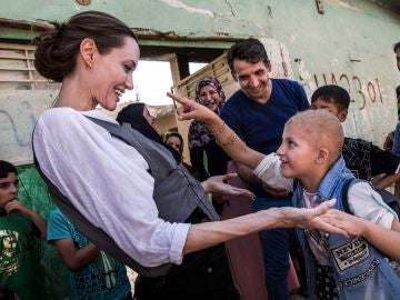 Angelina Jolie visita Mosul y pide que no se olvide a los iraquíes
