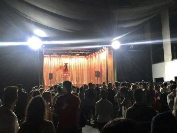 Fans de Valtonyc se concentran de forma espontánea ante el escenario
