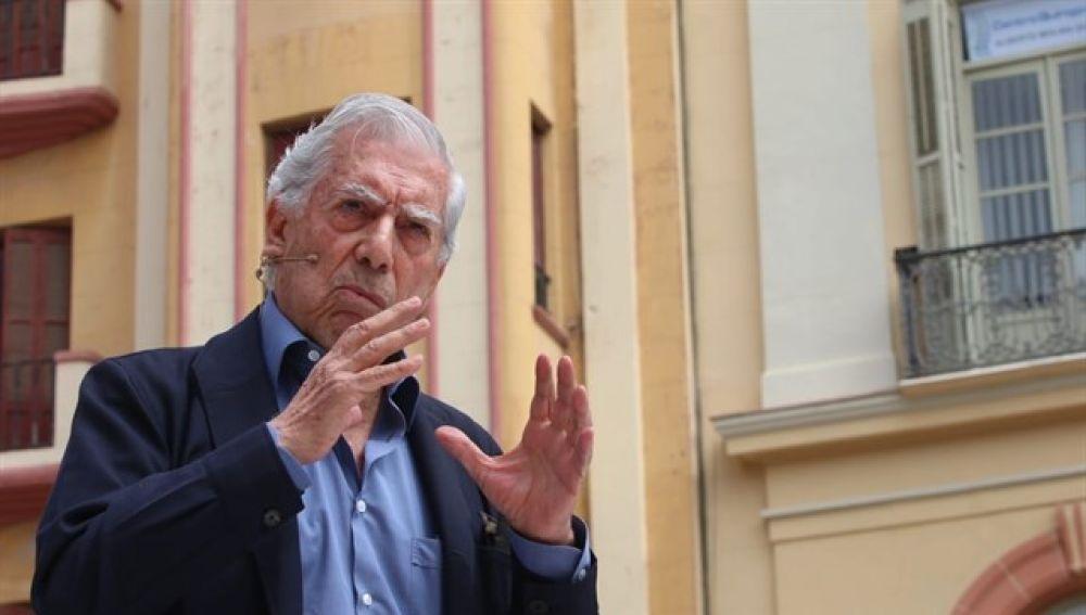 Vargas Llosa en un acto de Ciudadanos