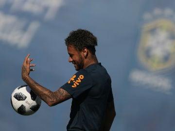 Neymar, en un entrenamiento con Brasil
