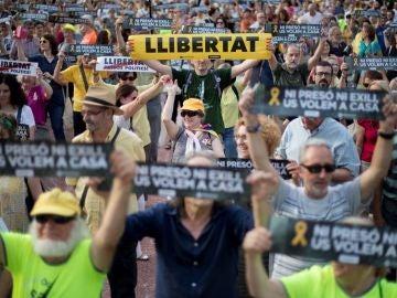 Movilización cuando se cumplen 8 meses del encarcelamiento de Jordi Sànchez y Jordi Cuixart