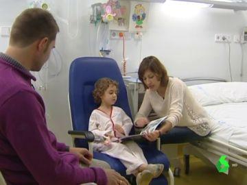 Niño en un hospital infantil