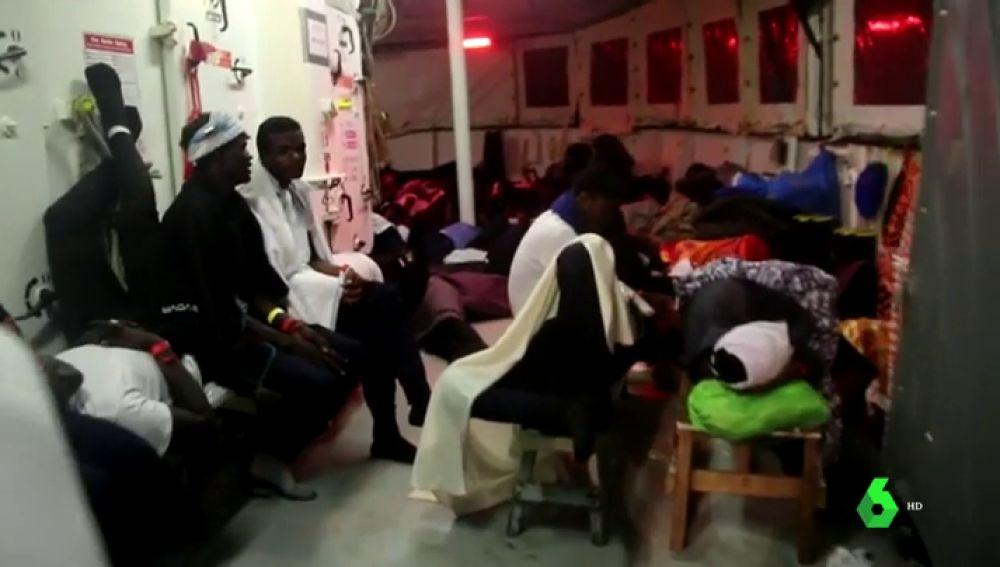 630 migrantes a bordo del Aquarius tras llevar horas jugándose la vida