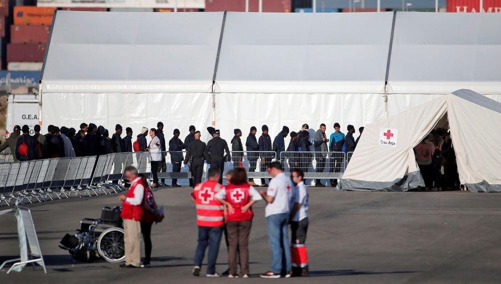 Un dispositivo de emergencia de 2.320 personas espera en el puerto de Valencia