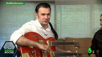 Iñaki López se cuela con laSexta Noche en el estudio de música de Álvaro Urquijo, líder de Los Secretos.