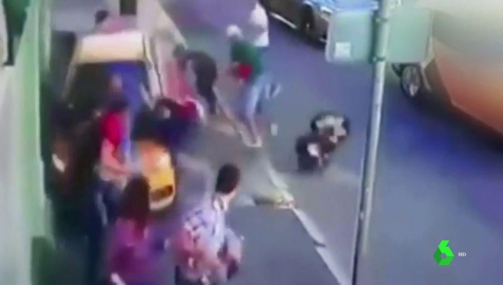 Un taxi atropella a ocho personas en Moscú