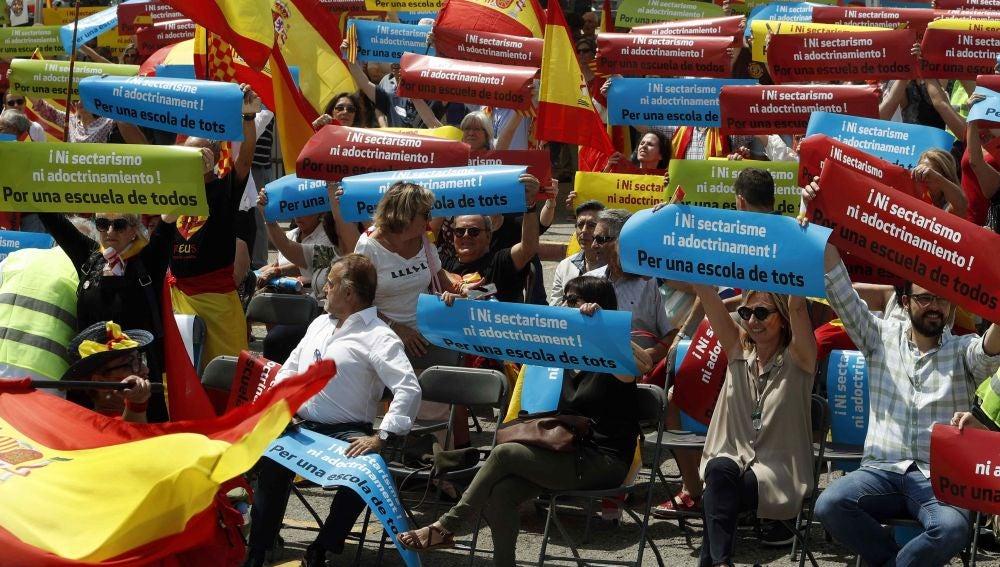 Concentración en apoyo a los hijos de los Guardia Civiles en Sant Andreu de la Barca