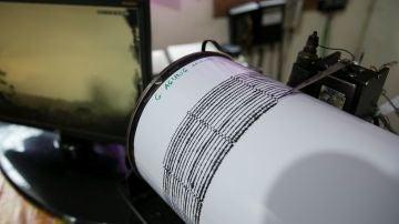 Imagen de archivo de un sismógrafo, instrumento que detecta la intensidad, duración de los temblores de tierra durante un terremoto.