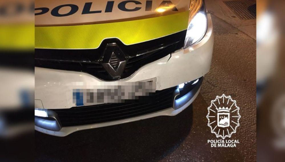 Estado del coche de la Policía Local de Málaga después de la colisión