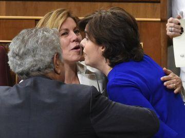 Soraya Sáenz de Santamaría y María Dolores de Cospedal en el Congreso