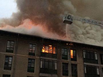 Incendio en la fábrica de Conservas Ortiz en Ondarroa