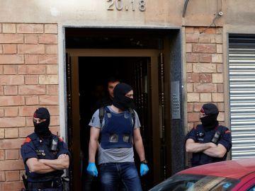 """Mossos d'Esquadra en una operación contra la banda juvenil """"Golden Boys"""""""