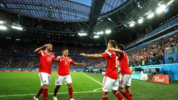 Rusia celebra uno de sus goles