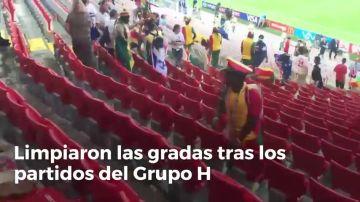 Ganaron dentro y fuera del campo: todo el mundo habla del gran ejemplo de los aficionados de Japón y Senegal