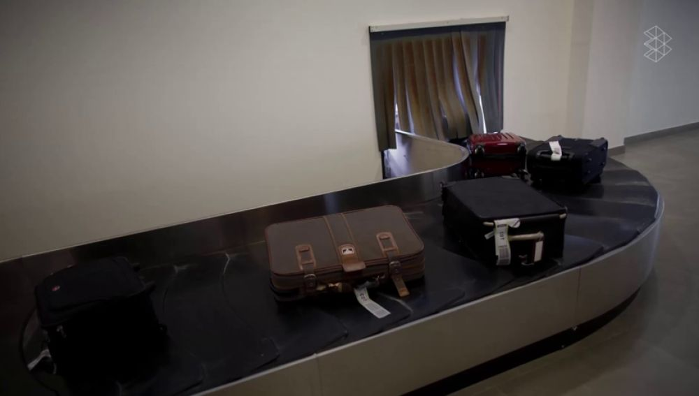 El sencillo truco para que tu maleta salga la primera en la cinta de equipajes