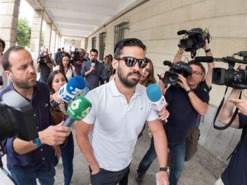 Antena 3 Noticias 1 (29-06-18) El guardia civil de 'La Manada', citado en el Palacio de Justicia de Pamplona el 5 de julio para explicar su intento de renovar el pasaporte