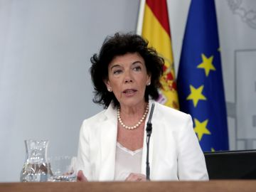 La portavoz del Gobierno, Isabel Celaá, durante una rueda de prensa posterior al Consejo de Ministros.