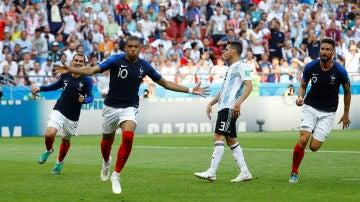 Mbappé celebra uno de sus goles ante Argentina