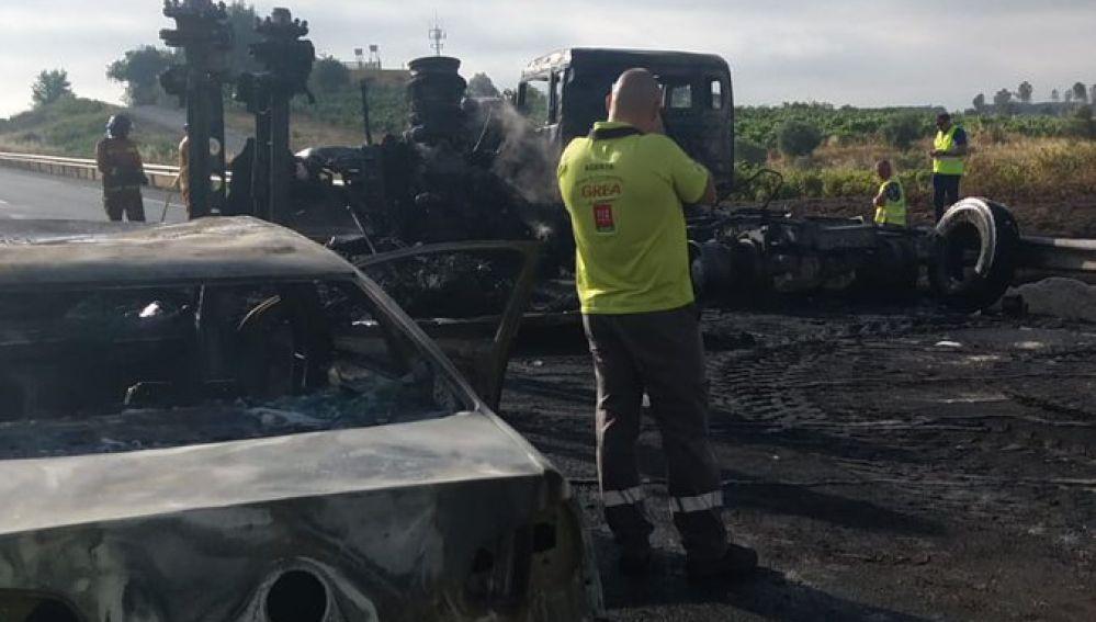 Incendio de un camión en la A-49
