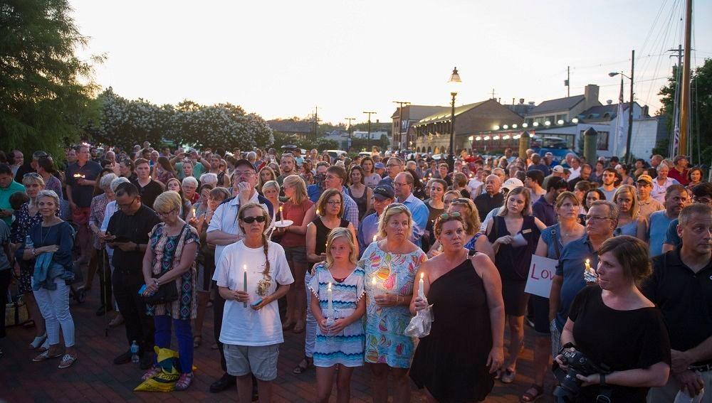 Imagen de la vigilia por las víctimas del tiroteo Maryland