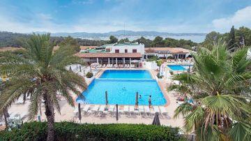 Imagen de archivo de la piscina del hotel