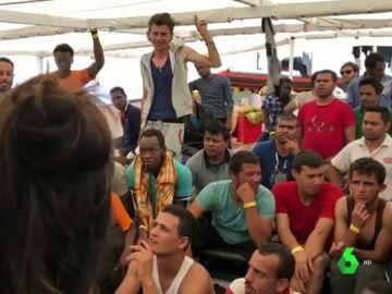 Los 60 migrantes rescatados por el barco Open Arms