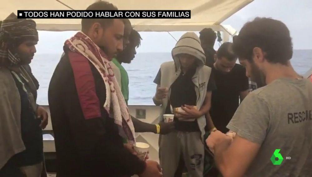 Migrantes a bordo del Proactiva Open Arms
