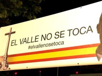 Pancarta a favor de 'El Valle de los Caídos'
