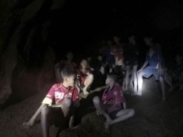Algunos de los niños atrapados en una cueva de Tailandia