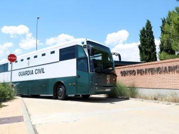 Furgón que traslada a los presos catalanes a Zuera