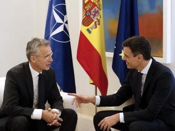Pedro Sánchez se reúne con el secretario general de la OTAN, Jens Stoltenberg.