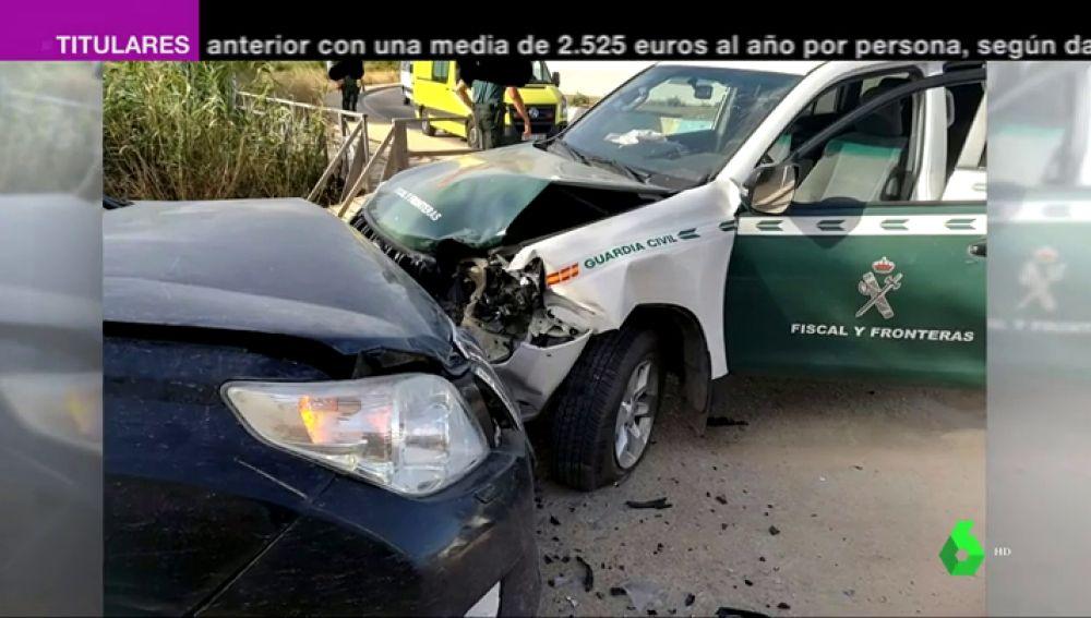 Un todoterreno embiste a un vehículo de la Guardia Civil