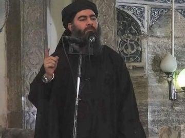 Abu Bakr al-Baghdadi, uno de los hijos del líder del Dáesh, pronunciando un discurso en una localización sin especificar