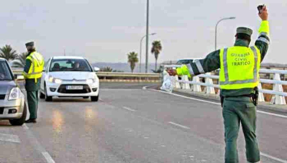 La Guardia Civil investiga a 26 personas por la compra de puntos de carné