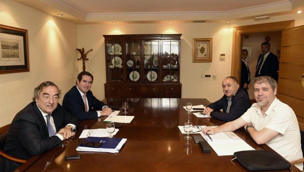 Juan Rosell y Antonio Garamendi y los secretarios generales de UGT y CCOO, Pepe Álvarez