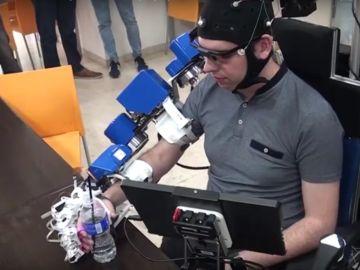 Silla de ruedas con exoesqueleto integrado