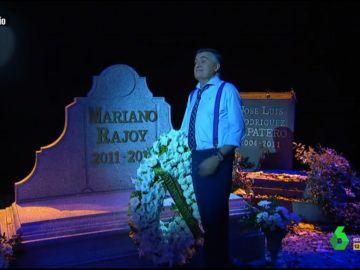 El Gran Wyoming visita la 'tumba' de Rajoy