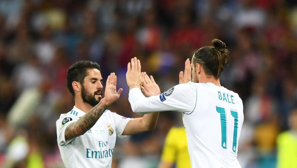 Isco se marcha del terreno de juego y entra Bale