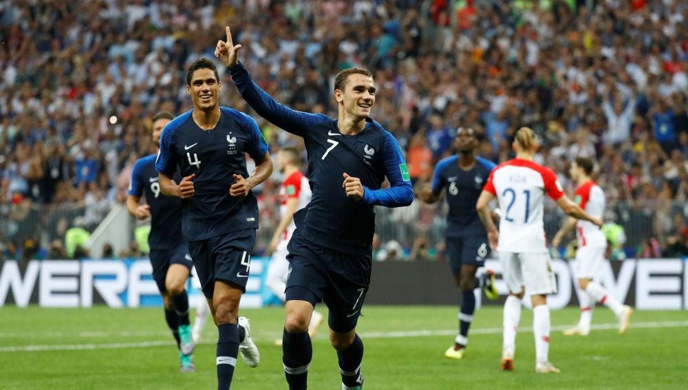 Griezmann celebra su gol de penalti