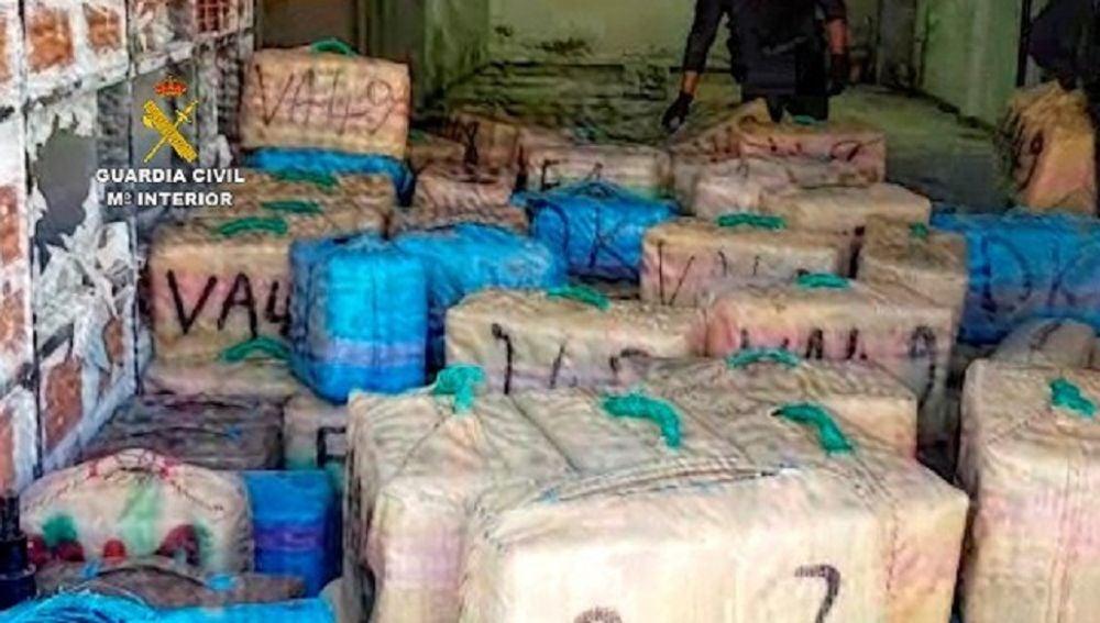 Intervienen más de tres toneladas de hachís en un zulo de La Línea