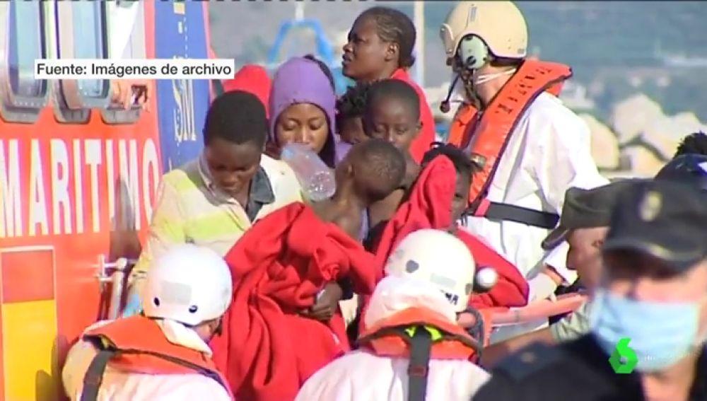 Rescate de 100 menores migrantes en aguas del Estrecho por la Guardia Civil