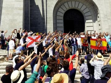 Manifestación contra la exhumación de los restos de Franco